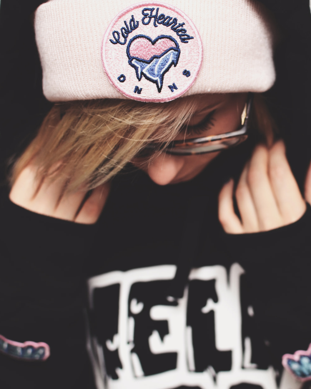 BEANIE COLD HEARTED PATCH PINK